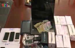 TP.HCM: Bắt băng nhóm chuyên lừa đảo bán điện thoại iPhone giả