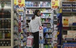 Các hộ gia đình Nhật Bản đối mặt với gánh nặng tài chính mới