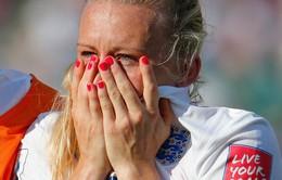 Nữ cầu thủ ĐT Anh òa khóc sau bàn phản lưới nhà phút 90+2