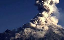Núi lửa phun trào, người dân Mexico lo mắc bệnh về phổi