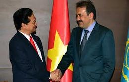 Đoàn Đảng Cộng sản Nhân dân Kazakhstan thăm Việt Nam
