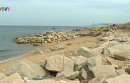 Thi công kè chống xói lở bờ biển tại Tuy Hòa