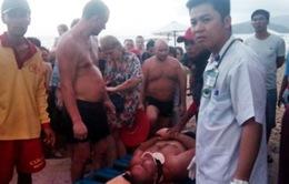 Cứu sống du khách Nga bị sóng đánh gãy cổ