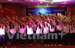 Đoàn đại biểu thanh thiếu niên kiều bào viếng Lăng Bác