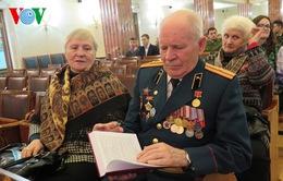 Trao tặng hồi ký các cựu binh Nga ở Việt Nam