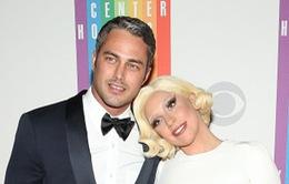 Lady Gaga hạnh phúc vì được cầu hôn