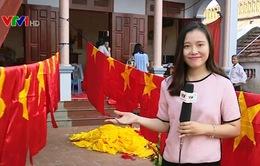 Nhộn nhịp làng may cờ Tổ quốc