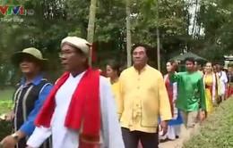 Nghệ nhân của Liên hoan Dân ca tới thăm quê hương Chủ tịch Hồ Chí Minh