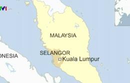 Lật thuyền chở 100 người ngoài khơi Malaysia