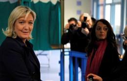 Cử tri Pháp đi bỏ phiếu bầu cử vòng 2 tại Pháp