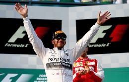 Lewis Hamilton: 145 triệu bảng/3 năm hoặc ra đi?