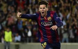"""Messi đá như """"lên đồng"""", Iniesta ngả mũ kính phục"""