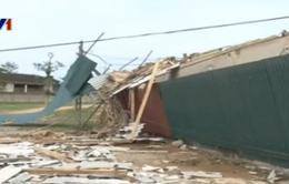 Lốc xoáy, gần 200 ngôi nhà bị tốc mái ở Hà Tĩnh