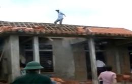 Quảng Bình: Lốc xoáy gây tốc mái nhiều nhà dân