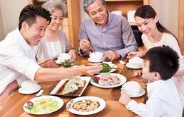 Bữa cơm gia đình thời hiện đại