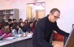 Lớp học tiếng Anh miễn phí của thầy giáo Mỹ