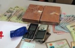 Sơn La: Bắt giữ vụ vận chuyển 2 bánh heroin, 104 viên ma túy tổng hợp