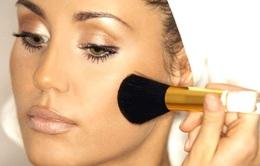 5 mẹo make-up ngụy trang dấu hiệu lão hóa