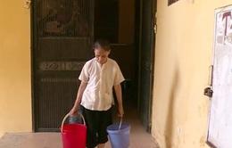 Mất nước gần tuần lễ, người dân Hà Nội khốn đốn
