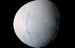 NASA công bố hình ảnh chuyển động của Mặt Trăng Enceladus