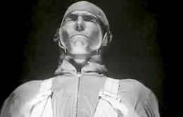 Khuôn mặt sẽ biến dạng ra sao trước cơn gió tốc độ 735 km/h?