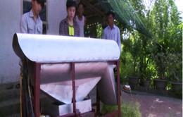 Học sinh lớp 9 sáng chế máy tuốt hoa hòe
