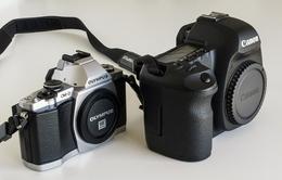 """Olympus """"dìm hàng"""" máy ảnh DSLR"""