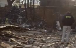 Máy bay Mỹ lao xuống khu dân cư, 9 người thiệt mạng