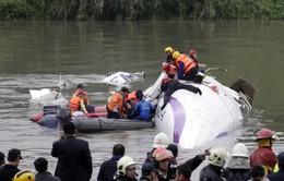 Máy bay TransAsian rơi: Ít nhất 49 người thương vong