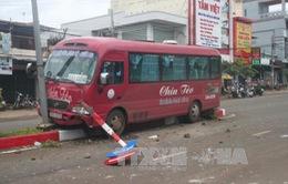 Bình Phước: Xe khách chạy tốc độ cao tông 1 phụ nữ bị thương