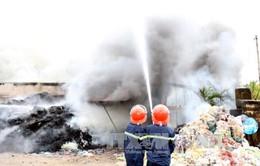 Hải Dương: Cháy lớn tại xưởng thu mua vải vụn rộng 300m2