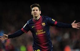 Messi san bằng kỷ lục kiến tạo của Luis Figo
