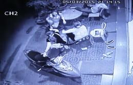 Quy Nhơn: Dã man cảnh hai thanh niên tạt axit vào mộtnạn nhân