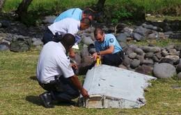 Pháp tăng cường tìm kiếm mảnh vỡ máy bay MH370