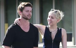 Miley Cirus ủng hộ bạn trai bán pizza