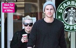 """Chia tay Patrick, Miley hâm nóng quan hệ với """"tình cũ"""""""