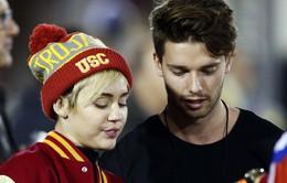 Patrick đau khổ vì làm tổn thương Miley Cyrus