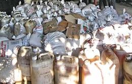 Bắt giữ xe tải chở gần 9 tấn mỡ động vật bốc mùi hôi thối