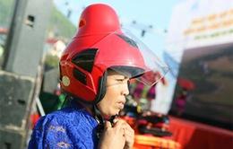 Ra mắt mẫu mũ bảo hiểm dành riêng cho phụ nữ dân tộc Thái