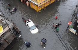Ấn Độ chìm trong nước lũ do trận mưa lớn nhất 100 năm qua