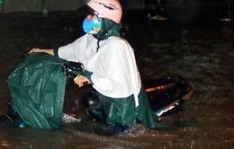 Đồng Nai: Cận cảnh mưa ngập đến yên xe tại TP Biên Hòa