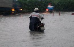 Nhiều tuyến đường tại Nam Bộ bị tê liệt do mưa lớn