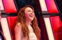 """Vắng mặt ở VTV Awards, Mỹ Tâm cười thả ga trên """"ghế nóng"""" Giọng hát Việt"""