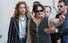 Johnny Depp quấn quýt không rời bên bạn gái