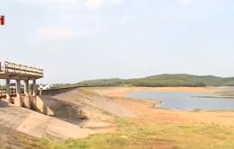Khó khăn chồng chất do khô hạn tại các tỉnh miền Trung