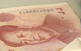 Trung Quốc: Bán ròng ngoại tệ kỷ lục để hỗ trợ nội tệ