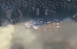 Ukraine: Cận cảnh nghi phạm ném lựu đạn trong vụ bạo động