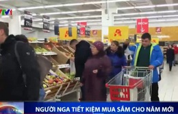 Kinh tế khó khăn, người Nga tiết kiệm mua sắm cho năm mới