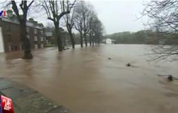 Ngập lụt trên diện rộng tại Anh sau bão Desmond