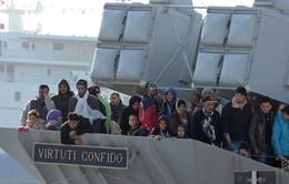 Italy cứu hơn 600 người nhập cư trái phép